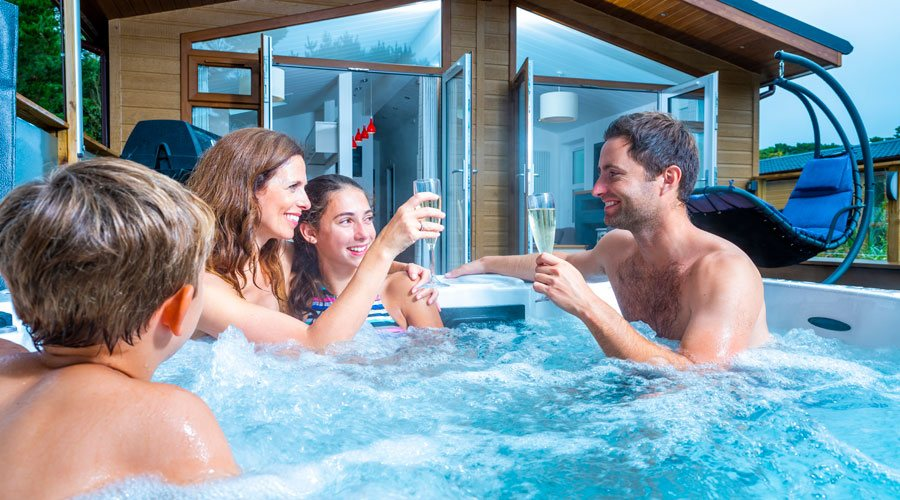 Surfscape lodge with private hot tub in North Devon